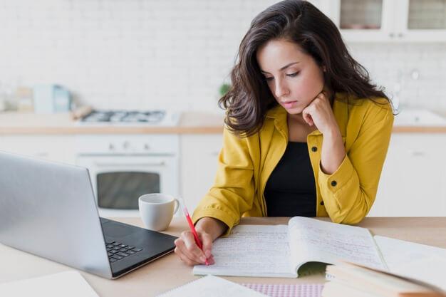 medium-shot-woman-with-laptop-writing_23-2148294132